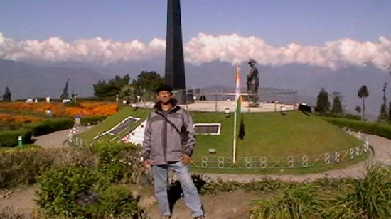 Darjeeling, India: Me at the war memorial at Batasia Loop