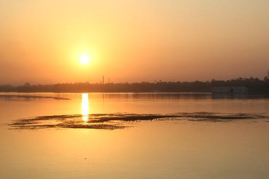 Lembah Sungai Nil, Mesir: sunset on the nile  near esna