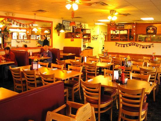 Village Pizza Grill : Bright, cheerful, quiet ambience.
