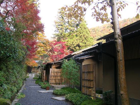 HOSHINOYA Kyoto: 両側が宿泊棟