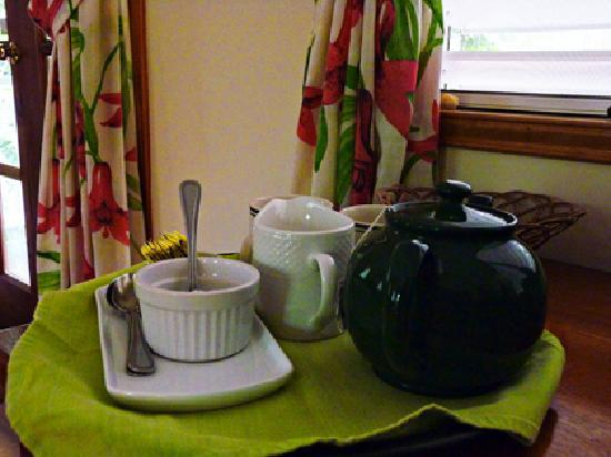 Hickatee Cottages: Tea or Coffee delivered right to your room every morning