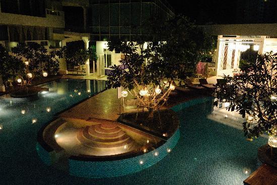 ذا سي كريت هوا هن: The pool