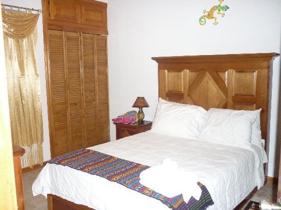 Ambergris Lake Villas: Room