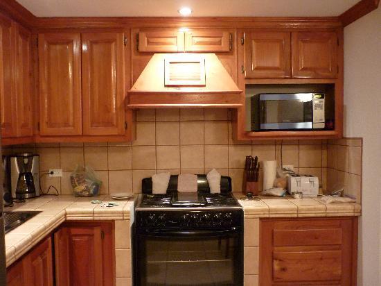 Ambergris Lake Villas: Kitchen