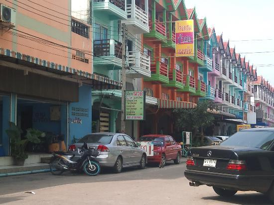 Cha-am, Thailand: Noi Thaimassage, Cha am Beach, Beach Road vy
