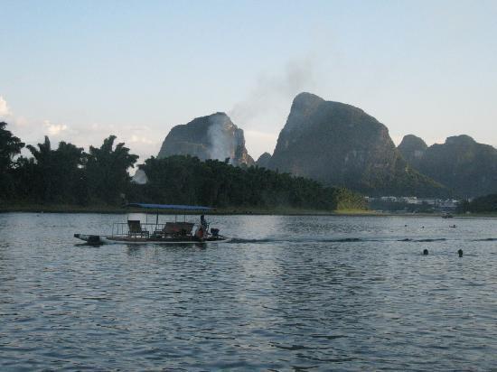 Lisa's Mountian View Hotel: Li River Swimming