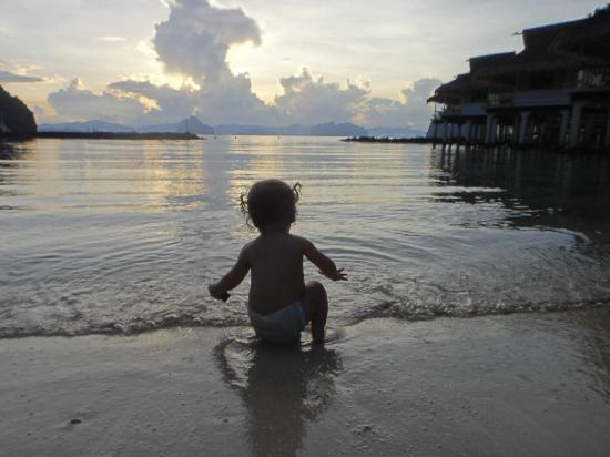 El Nido Resorts Miniloc Island: A young guest on an early morning swim