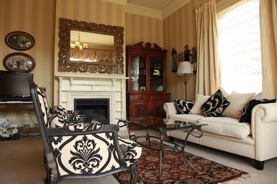 Lilac Rose Boutique Bed and Breakfast: Private Guest Lounge