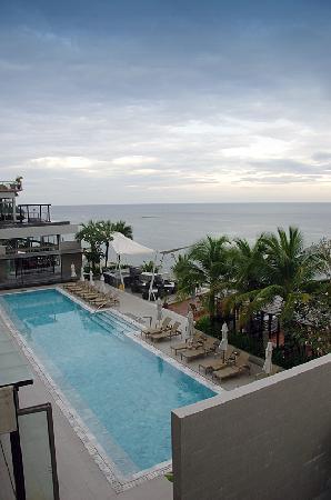 Cape Sienna Hotel & Villas: Pool Side