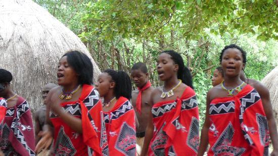 Matsamo Cultural Village: The women singing.....
