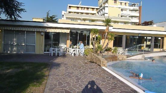 Wellness Hotel Terme delle Nazioni: Bar esterno e piscina