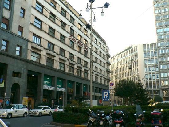 Grand Plaza Hotel: ホテル外観、ミラノドォーモから徒歩3分