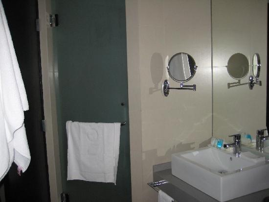 Hotel Novit: bathroom