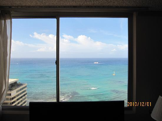 Pacific Beach Hotel : 窓の外は・・・