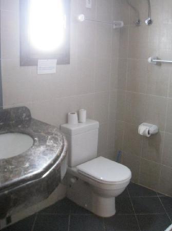 Christina Beach Palace: Bathroom