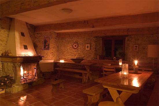 La Source Loubetas : Dining at the farm in winter - Dîner à la ferme en hiver