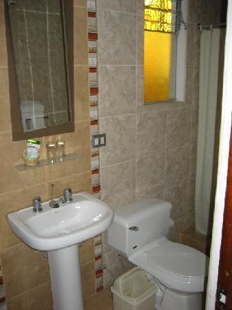 Mosoq Inn: bathroom