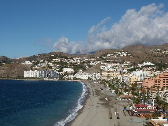 Hotel Arrayanes Playa: View looking back towards hotel