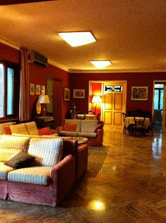 Hotel Posta Marcucci: lovely and old fashioned parlor