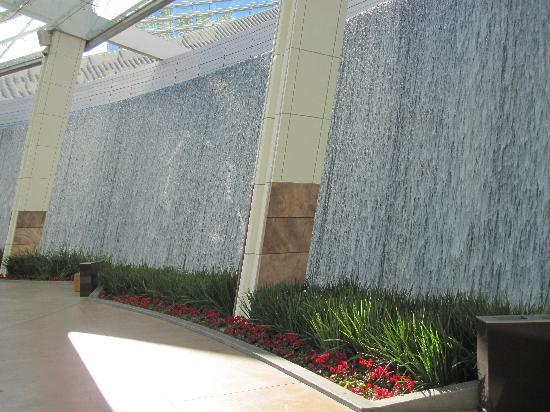 ARIA Resort \u0026 Casino Water wall outside of hotel lobby doors & Water wall outside of hotel lobby doors - Picture of ARIA Resort ...