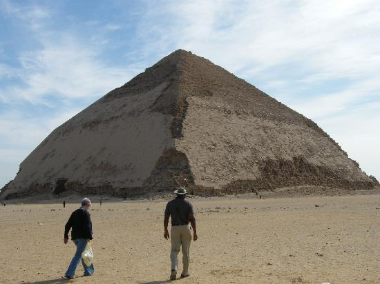 Casual Cairo detours: Debbie and Rod approaching a Pyramid