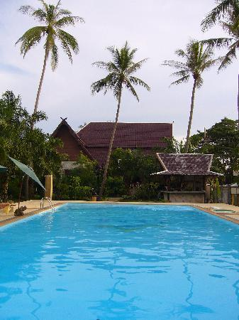 Lanta Klong Nin Beach Resort: piscine