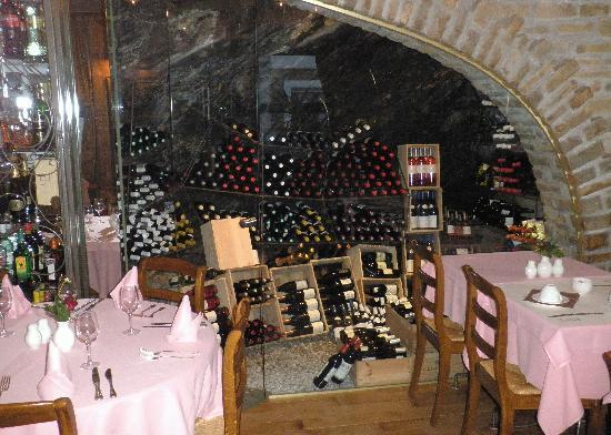 Le Midi Hotel-Restaurant: Wine cave in Le Midi restaurant