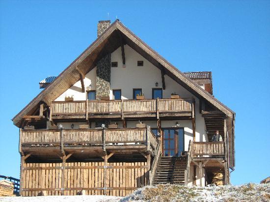 Cabana Motilor: front view