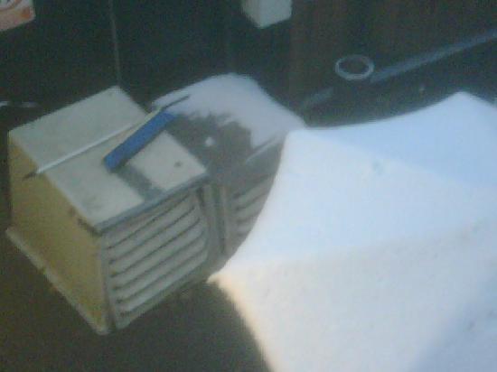 Mercure Box Hill Burford Bridge Hotel: loud, antiquated ventilators under my window