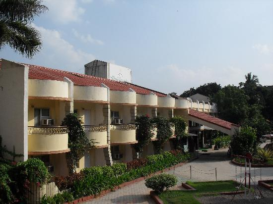 Hotel Sai Leela : View of hotel campus from our room
