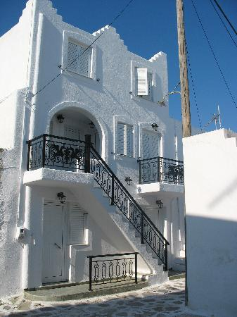 Kontaratos Studios & Apartments: Building