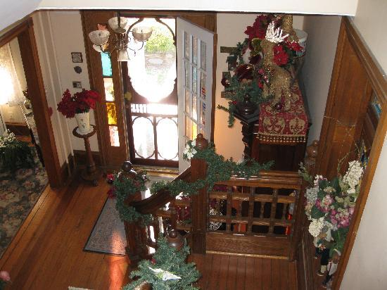 Beauclaire's Bed and Breakfast: Partial view of stairway