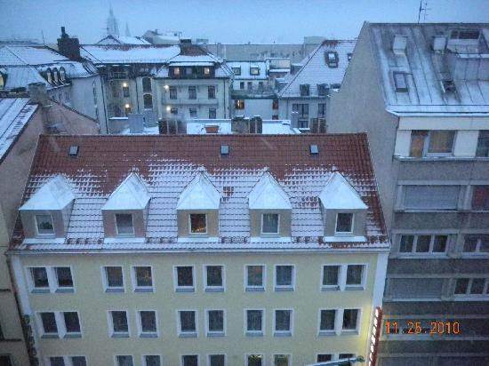 Hotel Royal: Few from 7th floor street window