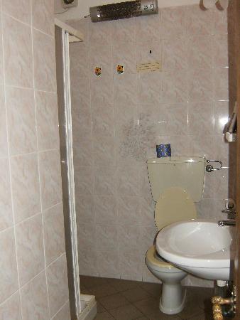 Casa Toselli: hallway bathroom