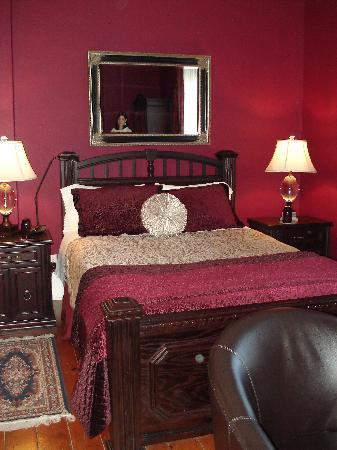 Historic Lyons House: Our gorgeous room