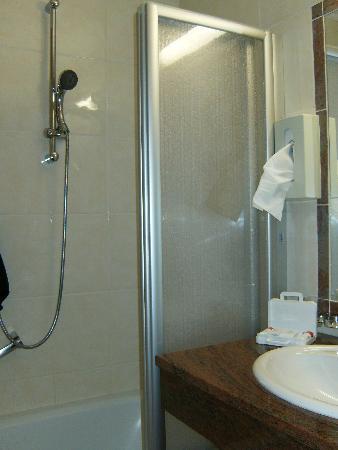 Hotel Martini: bathroom in 2 bed room