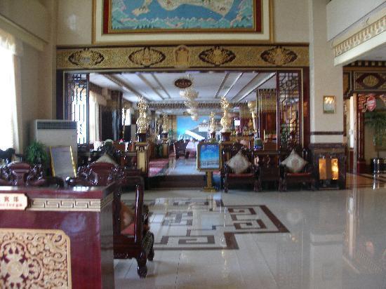 Lhasa Manasarovar Hotel: Hotel Lobby