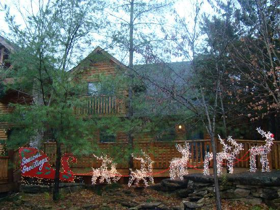 Village At Indian Point: Beautiful decorations in front main lodge.
