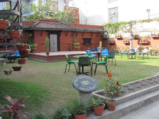 Hotel Shakti: Outdoor Garden