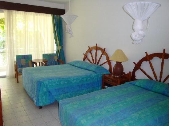 The Plaza Beach Hotel: Hotel Room