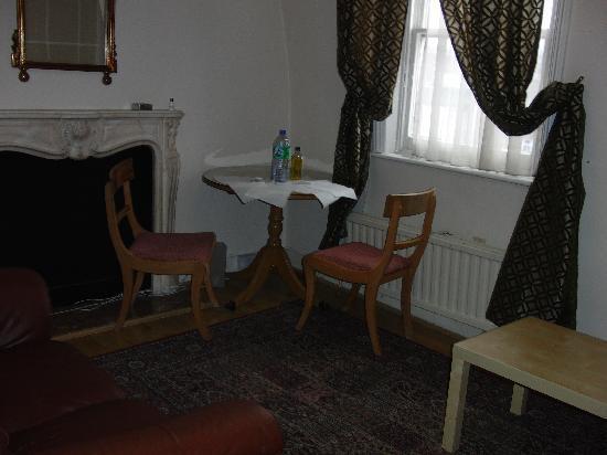 Access Apartments Marble Arch: mesa para dos en apartamento de 4
