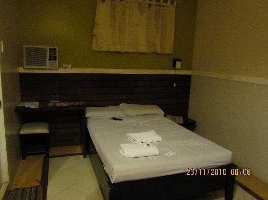 Sampaguita Suites JRG : the room