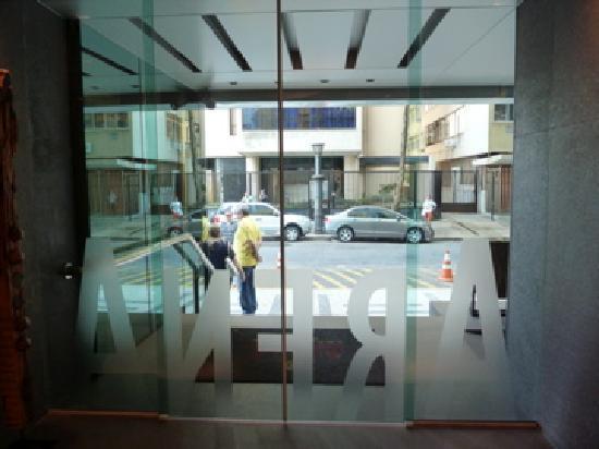 Arena Copacabana Hotel: Front doors of Arena