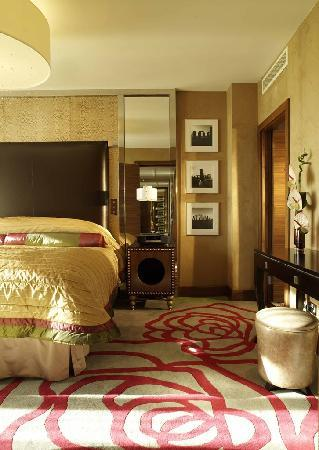 Jumeirah Carlton Tower: Luxury Suite