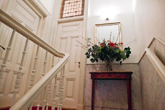 Museum Suites: Hall