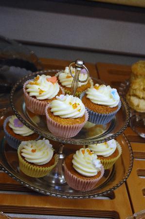 Le Petit Chou: Homemade cakes