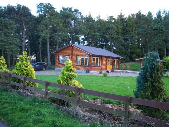 Duncrievie Farm Cabins: Front