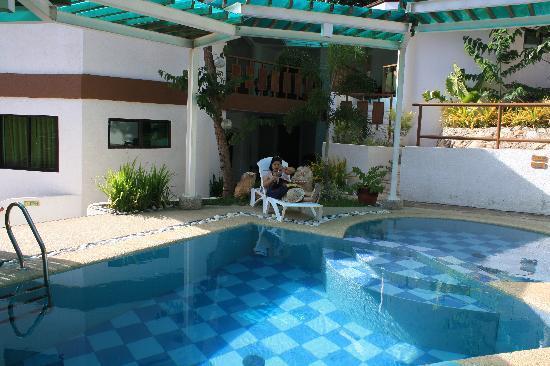 Coron Hilltop View Resort: poolside