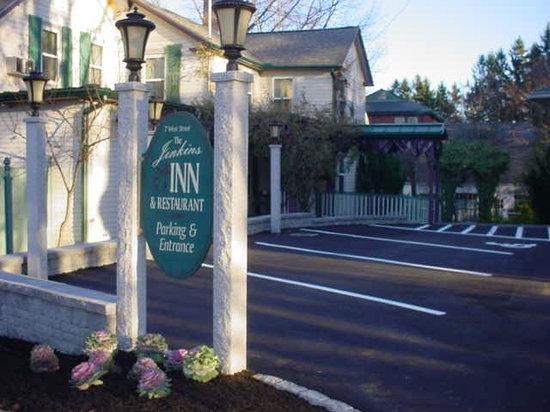 Jenkins Inn & Restaurant: off street parking