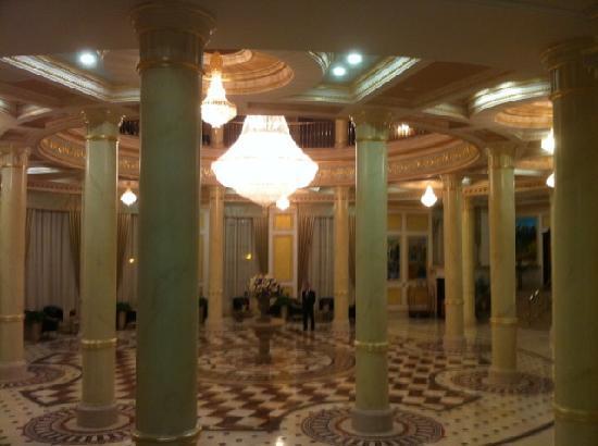 Royal Tulip Almaty: Lobby